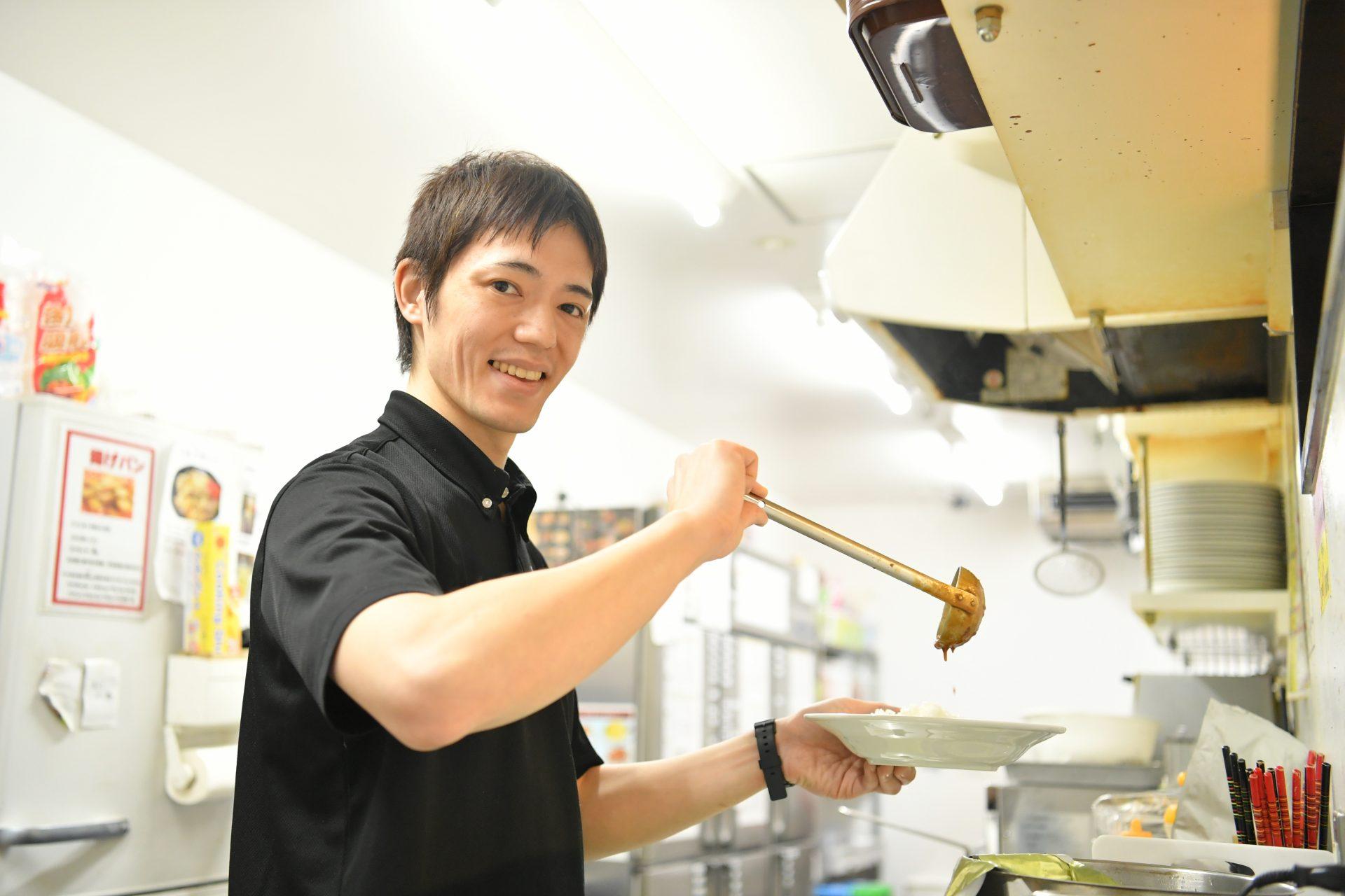 【古賀市】学生活躍中のインターネットカフェスタッフ