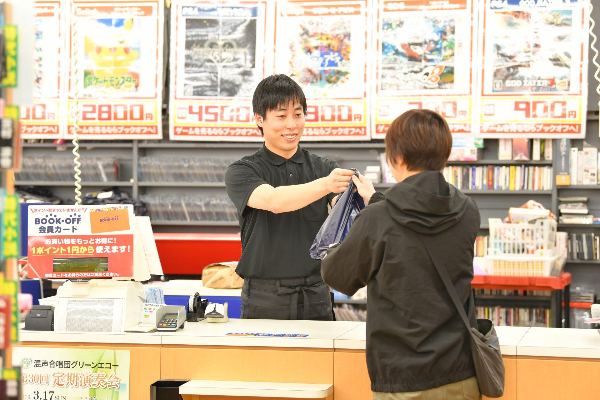 【出水市】学生活躍中のお客様対応スタッフ